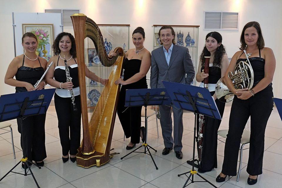 Сергей Безруков и солисты Губернаторского оркестра